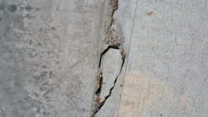 Drieveway-Crack